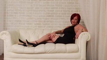 2016-01-03 Audrey, black dress, black heels and toy1